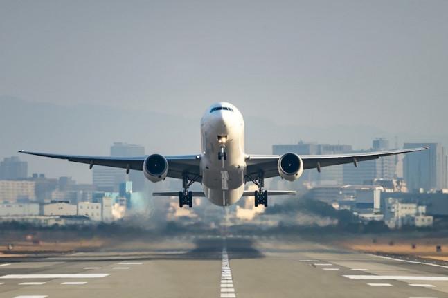 """ავიაკომპანია """"აირზენამ"""" რამდენიმე მიმართულებით ფრენები შეწყვიტა"""